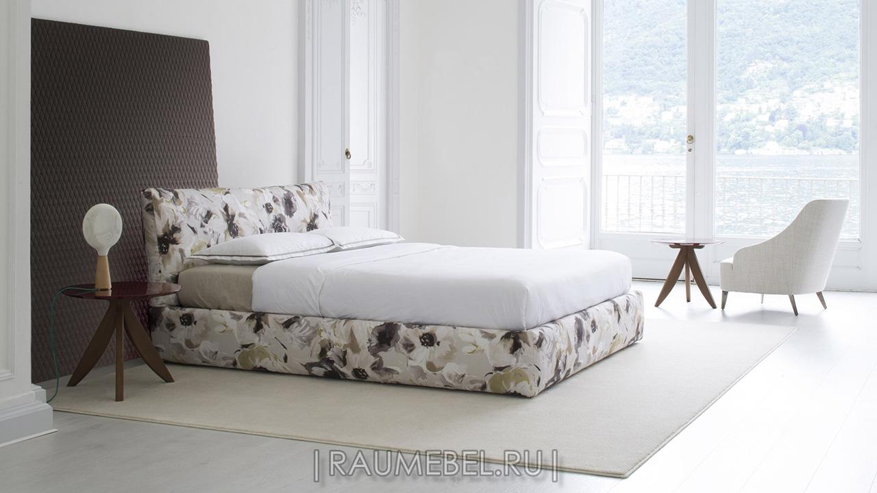 Кровать Италия с мягким изголовьем SOHO
